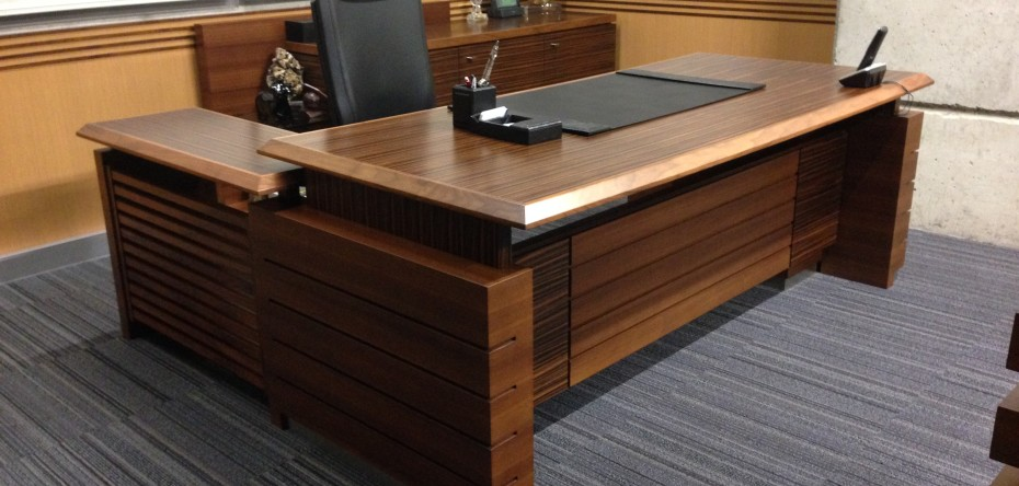 Merveilleux ... Custom Office Desk ...